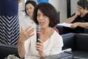 Maria Amélia Dantes faz perguntas ao expositor