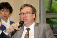 Marcio Weichert fala durante o debate