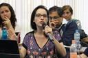 Amanda Silveira Carbone faz perguntas durante o debate - 25/04/2017