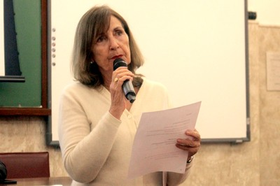 Helena Ribeiro abre o evento e apresenta os expositores