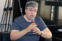 José Jonas Almeida fala durante o debate