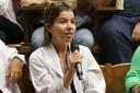 Funcionária da FMUSP fala durante o debate