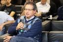 Miguel Bucalem  faz perguntas durante o debate