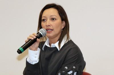 Marisa Midori Deaecto abre o evento e apresenta o expositor
