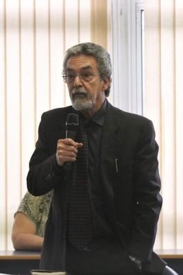 Nílson José Machado participa do debate