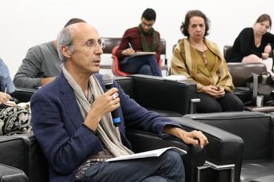 Paulo Borges faz pergunta aos expositores