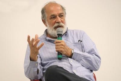 Pablo Mariconda fala durante o debate