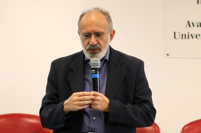 Guilherme Ary Plonski  abre o evento