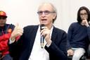 Martin Grossmann fala durante o debate