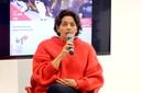 Teresa Cristina Toledo de Paula apresenta as expositoras e a dinâmica do debate