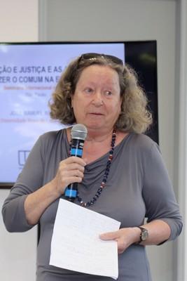 Flávia Schilling encerra o evento