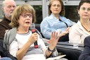 Sonia Penin faz perguntas aos expositores