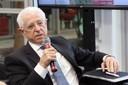 Conselheiro Sidney Estanislau Beraldo faz perguntas aos expositores