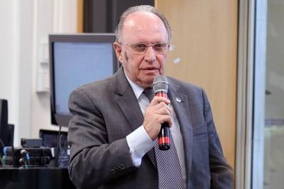 Carlos Taufik Haddad faz perguntas ao expositor