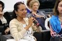 Lígia Ferreira fala durante o debate