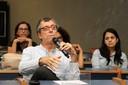 Luis Enrique Sánchez faz perguntas durante o debate
