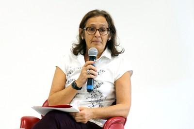 Ana Fani Alessandri Carlos faz a abertura do evento e apresenta o expositor