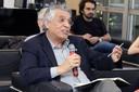 José Roberto Cardoso faz perguntas durante o debate