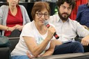 Cibele Saliba Rizek faz perguntas aos expositores durante o debate