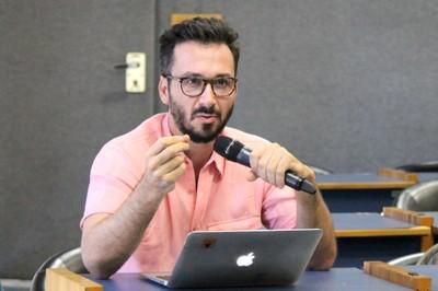 Paolo Colosso faz perguntas durante o debate - 03/10/2018