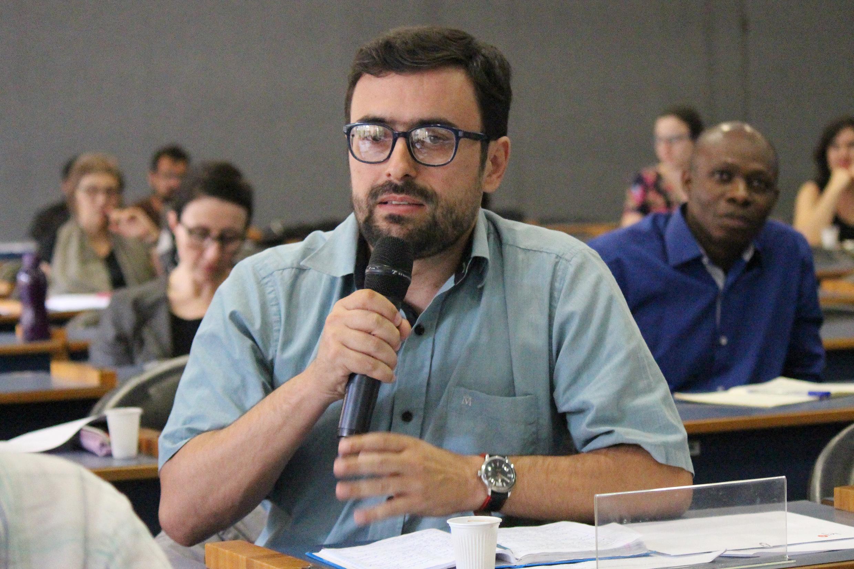 Rafael Faleiros de Padua faz perguntas aos expositores - 1/10/2018