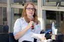 Sonia Coutinho faz perguntas aos expositores