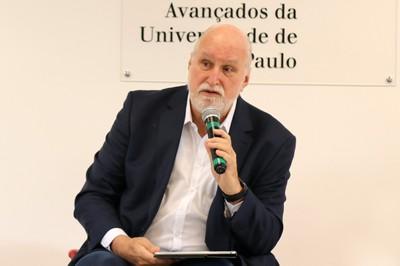 Ricardo Young, moderador da primeira mesa