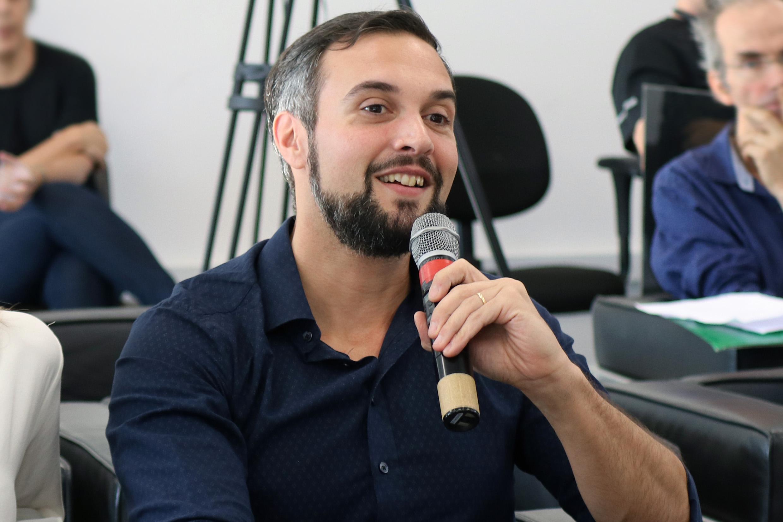 Diego Antonio Falceta Gonçalves fala durante o debate