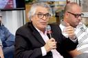 José Roberto Cardoso faz perguntas oa expositor durante o debate