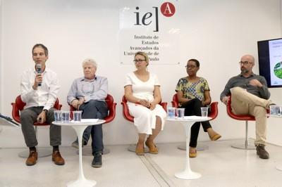 Bas van Vliet, Pedro Jacobi, Ralitsa Hiteva, Patience Mguni e Leandro Luiz Giatti