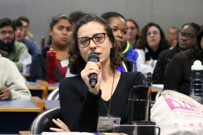 Participante perguntas durante o debate - 13/08/2018