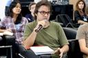 Orlando Lima Pimentel faz perguntas durante o debate
