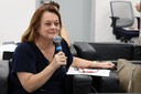 Márcia Valéria Zamboni Gobbi fala durante o debate