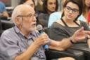 Marcos Barbosa de Oliveira fala durante o debate