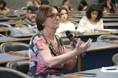 Helena Nader fala durante o debate