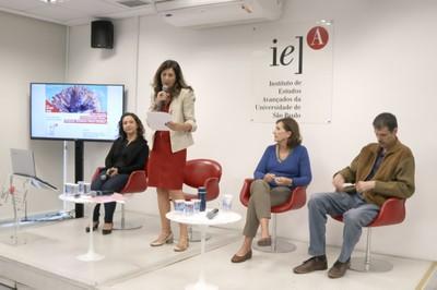 Juliana Baladelli Ribeiro, Deize Sanches (de pé), Helena Ribeiro e Diogo Victor Santos