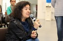 Ana Flávia Borges Badue faz perguntas aos expositores