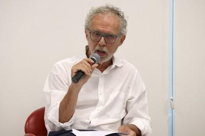 Ricardo Abramovay abre o evento e apresenta o expositor