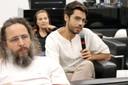 Iago Hairon faz perguntas durante o debate
