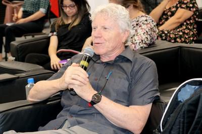 Pedro Roberto Jacobi fala durante o debate