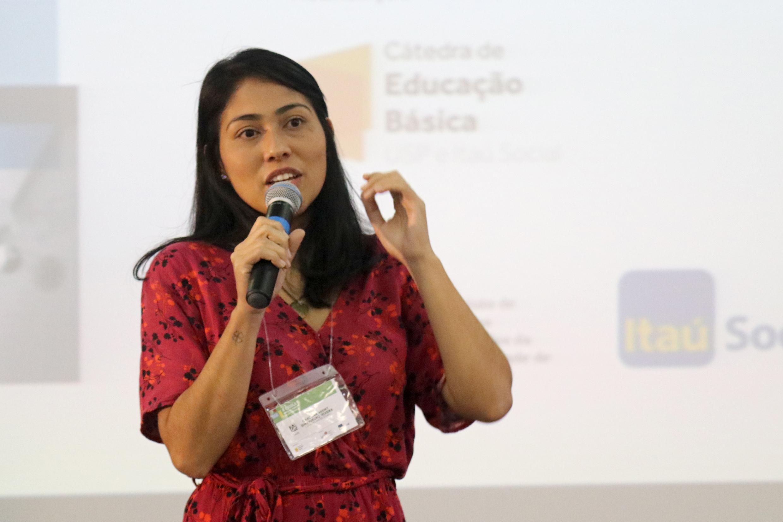 """Carolina Akemy Simabukuro Teixeira, representante do Grupo Temático """"Escola desenvolvimento de interesses"""""""