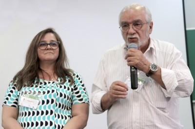 """Cláudia Sintoni e Luiz Carlos de Menezes, coordenadores do Grupo Temático """"Escola, família e comunidade"""""""