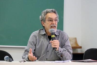 Nílson José Machado abre a segunda parte do evento para apresentação dos Grupos temáticos