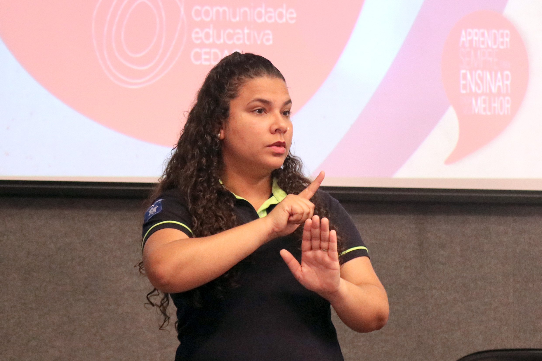 Fernanda de Assis da Silva Simões, tradutora de libras