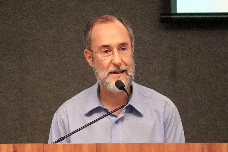 Antonio Mauro Saraiva apresenta os expositores