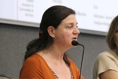 Roxane Ré apresenta os expositores