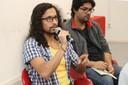 Participante do público faz perguntas ao expositor