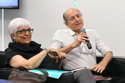 Naomar de Almeida Filho fala durante o debate