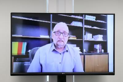 Paulo Saldiva abre o evento via Skype