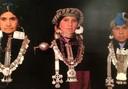 Mulheres da Etnia Mapuche com vestimentas tradicionais e adornos de prata